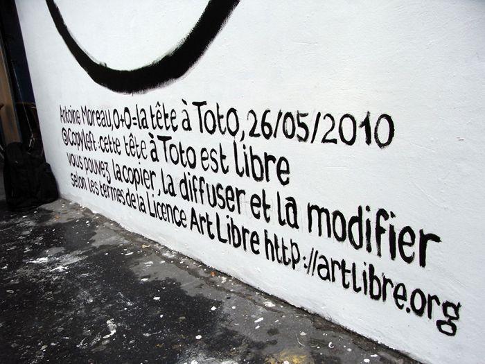 Totopyleft. La tête à Toto au mur Saint Martin.
